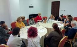 """Фокус група со лица вработени како резултат на активните мерки и програми за вработување од општина Струмица во рамки на проектот """"Социјална отчетност за родова еднаквост"""""""